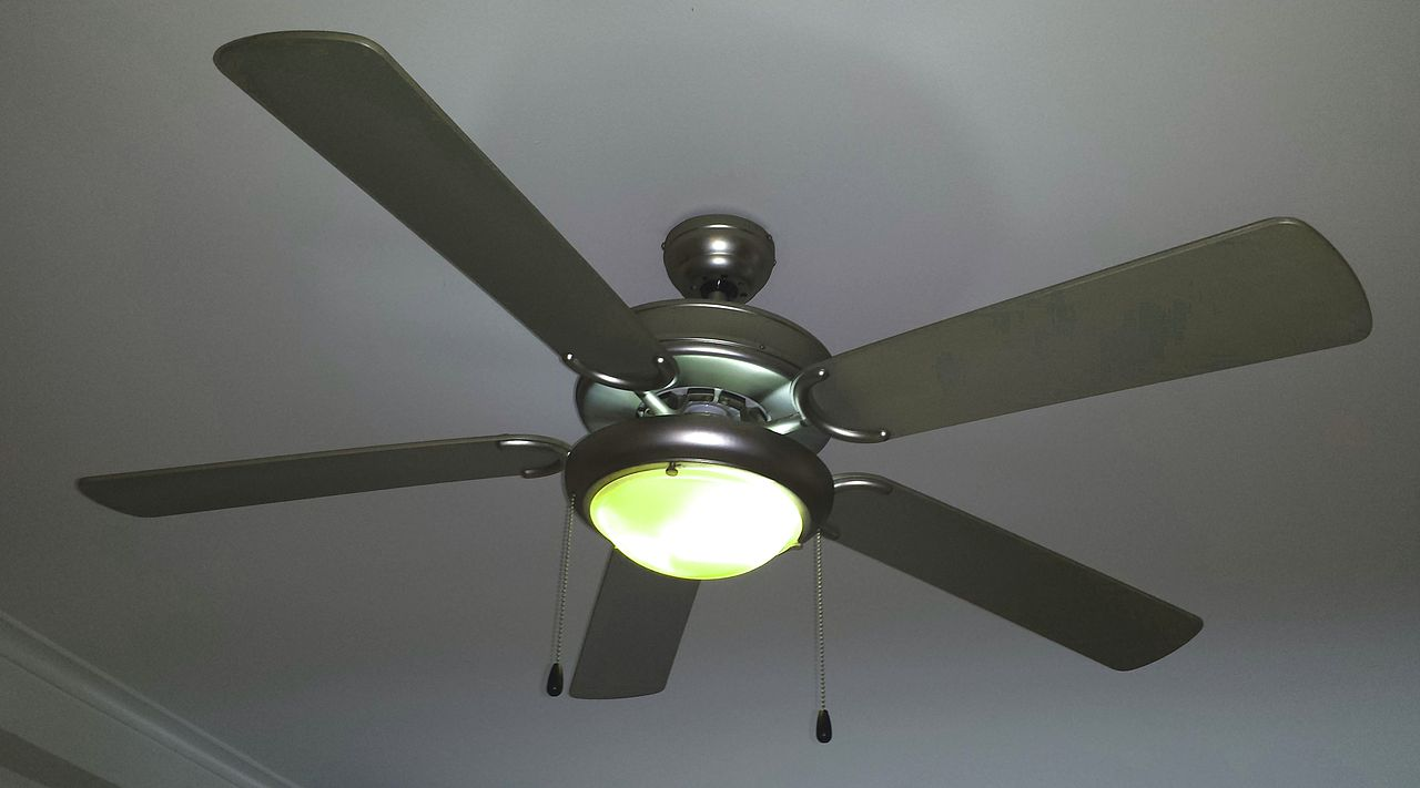 1280px-Ceiling_fan_with_lamp